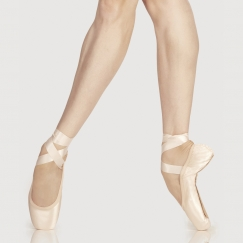 wear moi omega medium pointe shoe